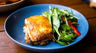 30 receitas de acompanhamento para lasanha que garantem uma refeição completa