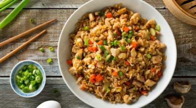 14 receitas de arroz frito incrivelmente deliciosas para aproveitar as sobras