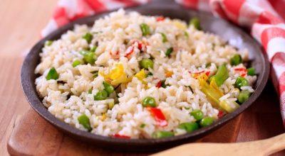 12 receitas de arroz primavera que vão deixar a vida muito mais colorida