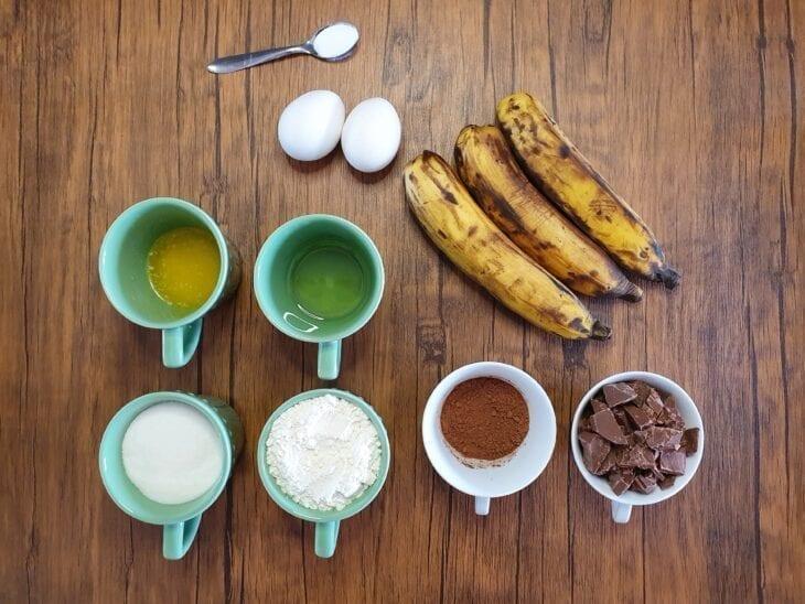 Bolo de chocolate com banana fácil - Passo a passo
