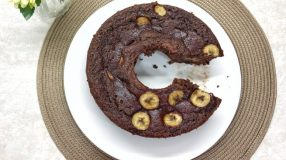 Bolo fit de banana com chocolate