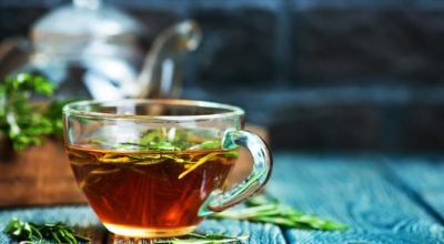 7 receitas de chá de alecrim para explorar todo o potencial da bebida