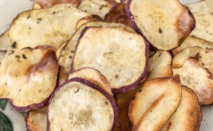 Chips assado de batata doce e alecrim