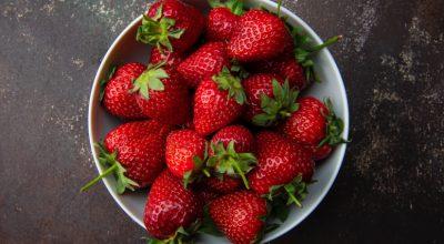 Como conservar morangos: dicas para armazenar a fruta por mais tempo