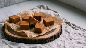 Como fazer bala de caramelo para saborear um doce caseiro