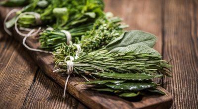 Como fazer bouquet garni: uma combinação de ervas para aromatizar seus pratos