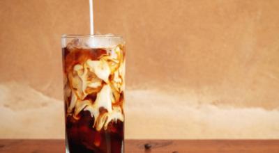 Como fazer cold brew coffee e saborear uma bebida refrescante