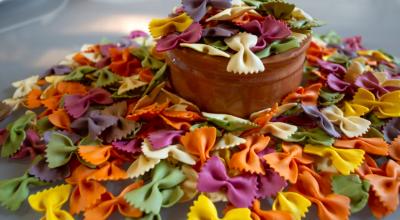 Aprenda a como fazer macarrão colorido, um prato alegre e saboroso