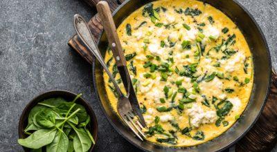 11 receitas de omelete de espinafre para unir saúde e sabor
