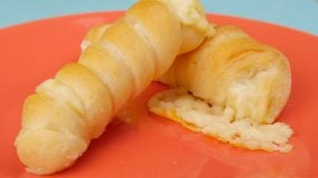 10 receitas de enroladinho de queijo que vão derreter na boca