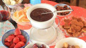 11 receitas de fondue de chocolate ao estilo suíço para fazer em casa