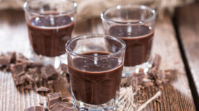 6 receitas deliciosas de licor de chocolate para adoçar os seus dias
