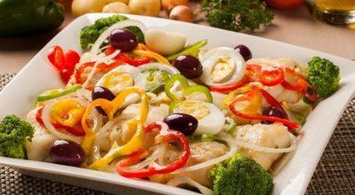 28 receitas de salada de bacalhau que ressaltam o sabor do peixe