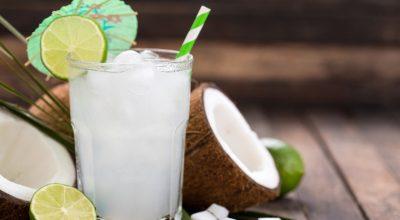 19 receitas com água de coco para dias mais refrescantes e gostosos