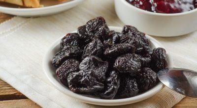 7 receitas com ameixa seca para fazer doces irresistíveis com essa fruta