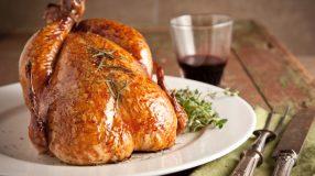 10 receitas com frango inteiro para uma comemoração mais saborosa
