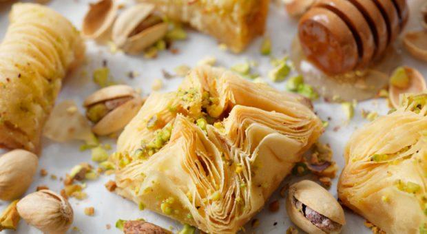 10 receitas com massa filo que rendem pratos doces e salgados