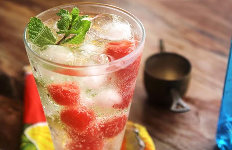 Bebida alcoólica com melancia