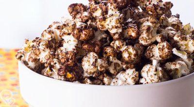 38 receitas de pipoca doce e salgada perfeitas para comer assistindo a um filme