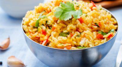 15 receitas de arroz com açafrão para um prato colorido e aromatizado