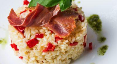 10 receitas de arroz com bacon para variar nas refeições do dia a dia