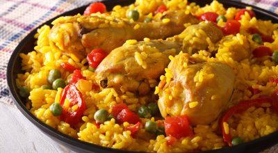 18 receitas de arroz com frango para inovar em seus almoços