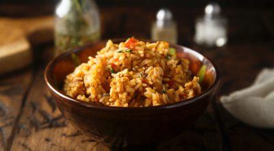 12 receitas de arroz com frango desfiado para uma refeição deliciosa