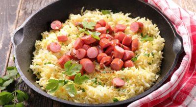 9 receitas de arroz com salsicha para uma refeição simples e deliciosa