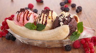 9 receitas de banana split que vão deixar o mundo cheio de alegria