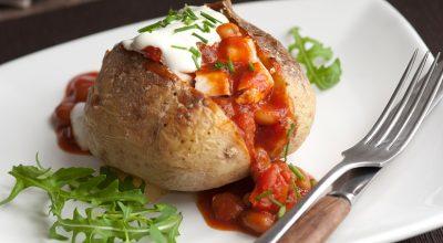 10 receitas de batata recheada com frango para uma refeição especial