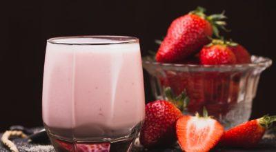13 receitas de batida de morango que vão te refrescar no calor
