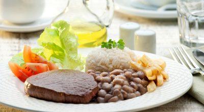 6 receitas de bife de panela para acompanhar um prato de arroz e feijão
