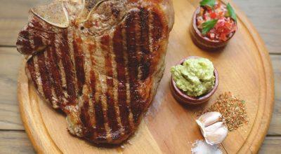 24 receitas de bisteca de boi e de porco que vão encher sua cozinha de sabor caseiro