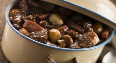 10 receitas de boeuf bourguignon para uma comfort food francesa
