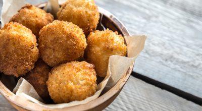 19 receitas de bolinho de batata para acompanhar uma reunião entre amigos