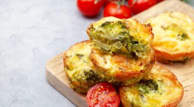 18 receitas de bolinho de brócolis que vão te fazer amar vegetais