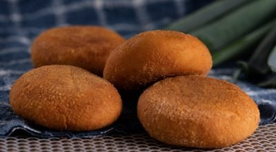 8 receitas de bolinho de mandioca assado para quem é fã de petiscos