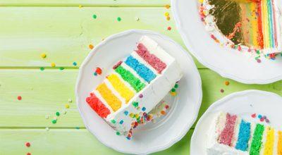 8 receitas de bolo arco-íris para colorir a mesa e adoçar a vida
