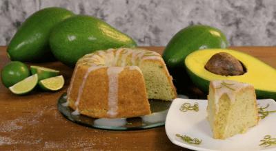 12 receitas de bolo de abacate para você servir no lanchinho da tarde