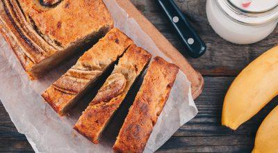 21 receitas de bolo de banana fit que vão matar sua vontade de comer doce