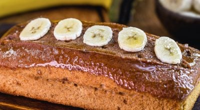18 receitas de bolo de banana vegano que são tudo de bom