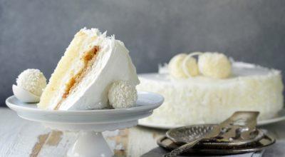 9 receitas de bolo de beijinho tão gostosas que são sucesso garantido