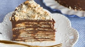 14 receitas de bolo de bolacha que vão deixar o seu dia mais doce