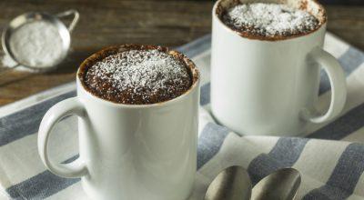 9 receitas de bolo de caneca low carb surpreendentes