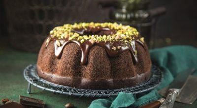 13 receitas de bolo de chocolate com cobertura para alegrar qualquer um