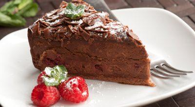 13 receitas de bolo de chocolate cremoso tão bons que aquecem a alma