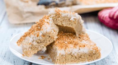 10 receitas de bolo de coco fit para um lanche mais saudável e gostoso