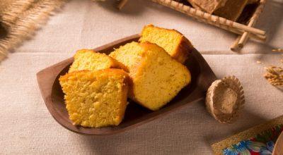 10 receitas de bolo de farinha de milho para deixar o café da tarde perfeito