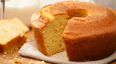 10 receitas de bolo de fubá sem ovo para adicionar ao seu menu