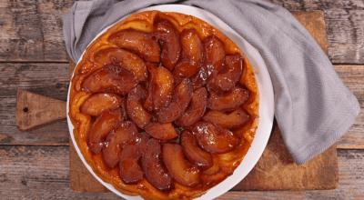 8 receitas de bolo de maçã caramelizado para você sonhar acordado